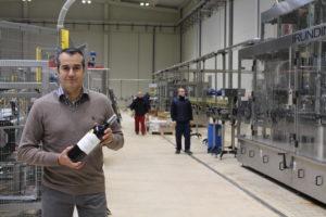 1. Luis Miguel Bernardo Gonzalez en las instalaciones de la nueva embotelladora de Bodega Cuatro Rayas